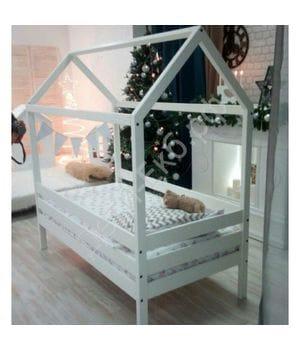 Детская кровать-домик из массива