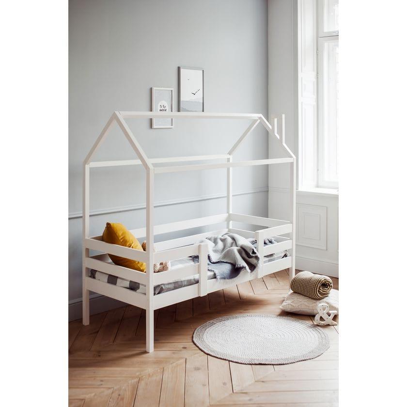 Кровать домик № 2 из натурального дерева