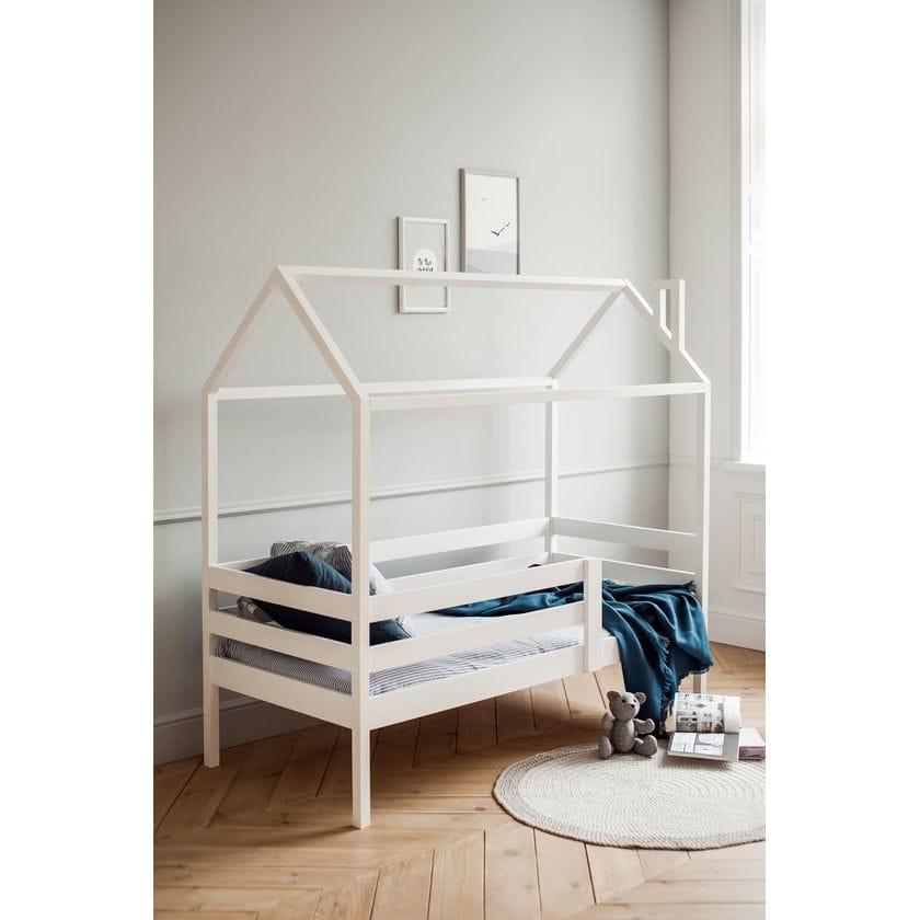 Кровать домик № 3 из натурального дерева